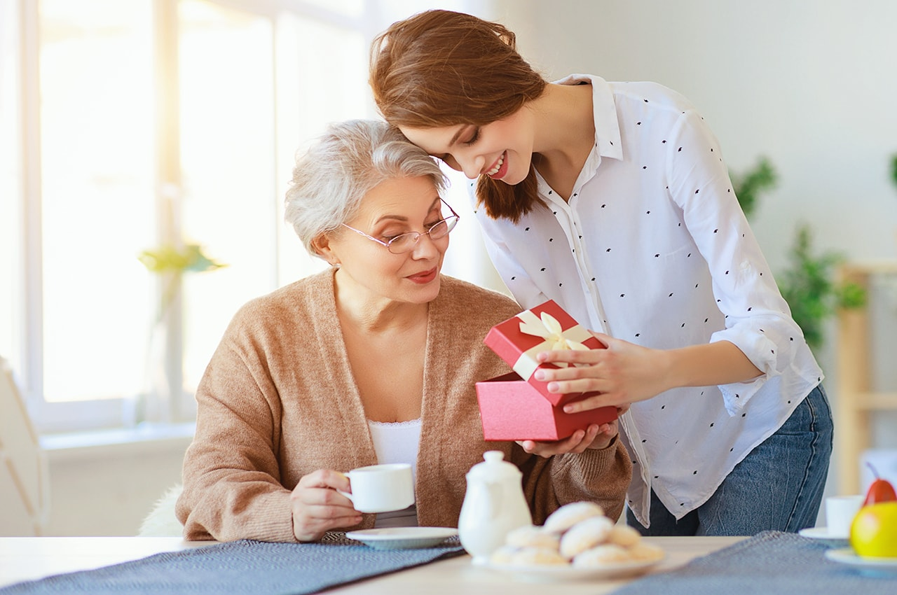 How to Celebrate the Holidays With Seniors in Assisted Living